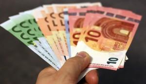 2_money-moerschy_pixabay_640